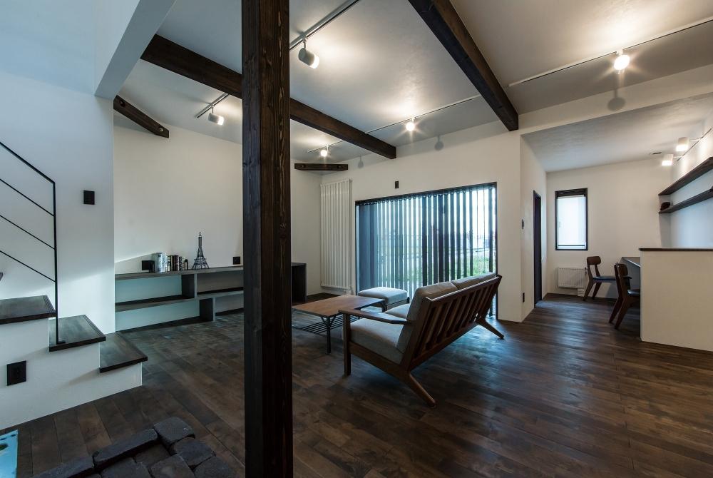無垢の自然素材、うつろう光を受け入れる家