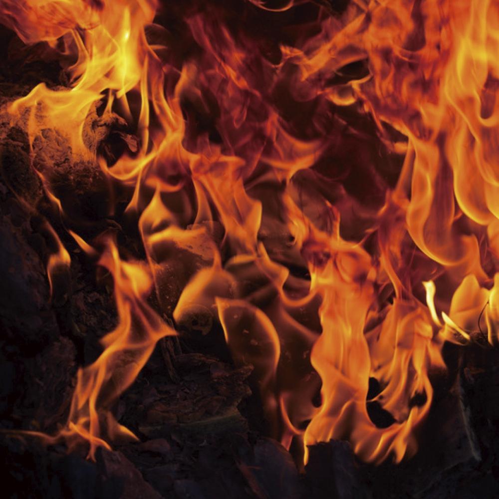 火に強い、万が一のときも安心 - もらい火に強く、隣家への延焼を抑える省令準耐火構造住宅ローンを利用する場合、火災保険に加入することが必須になっています。①隣家などから火をもらいずらい(外部からの延焼防止)②火災が発生しても一定時間部屋から火を出さない③万が一部屋から火が出ても延焼を遅らせる。バリューホームの住まいはこれらの条件をクリアする省令準耐火構造。 万一の時に安心で、建物にかかる火災保険料も割安にできます。 -  -
