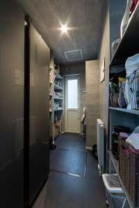 ウォークインパントリー。冷蔵庫も入る広さで、あらゆる日用品を収納。LDKはいつもスッキリした空間に。
