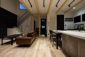 階段下収納やユーティリティーへの動線など、家事のしやすさにも配慮した間取り
